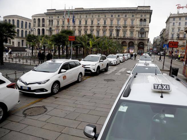L'allarme dei tassisti milanesi: «Senza protezioni non garantiamo servizi»