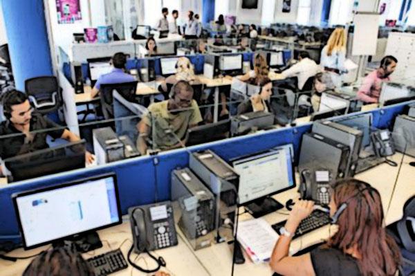 I Call center sono davvero essenziali? Due morti in pochi giorni a Roma e Milano