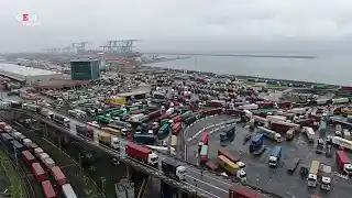Lo sciopero paralizza il porto di Genova: centinaia i tir bloccati