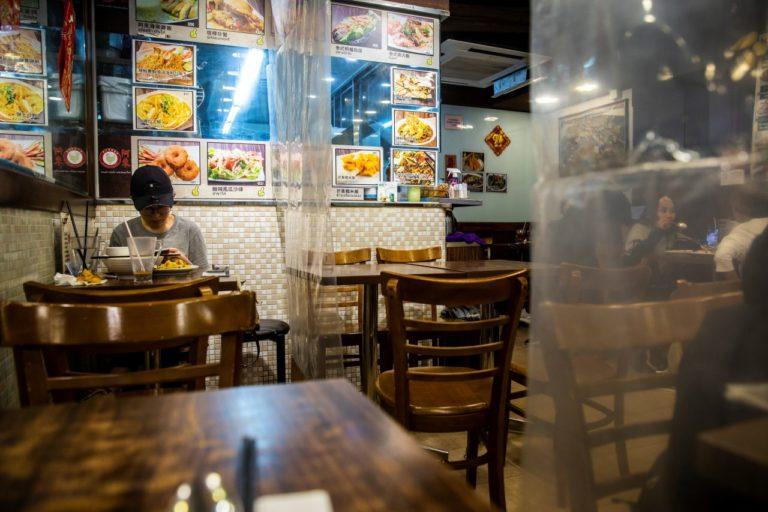 Fase 3 | In Cina i ristoranti riaprono, ma non ci va nessuno