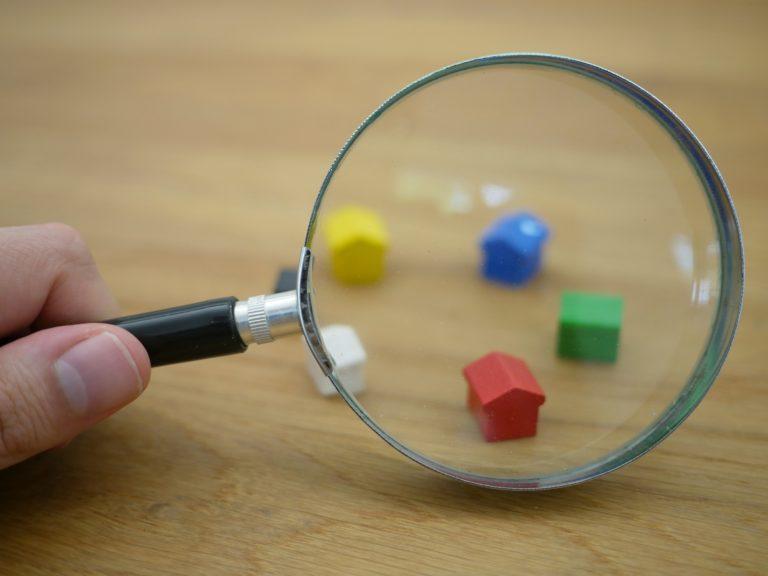 Travolti anche inquilini e proprietari, sempre più in difficoltà chi abita in affitto
