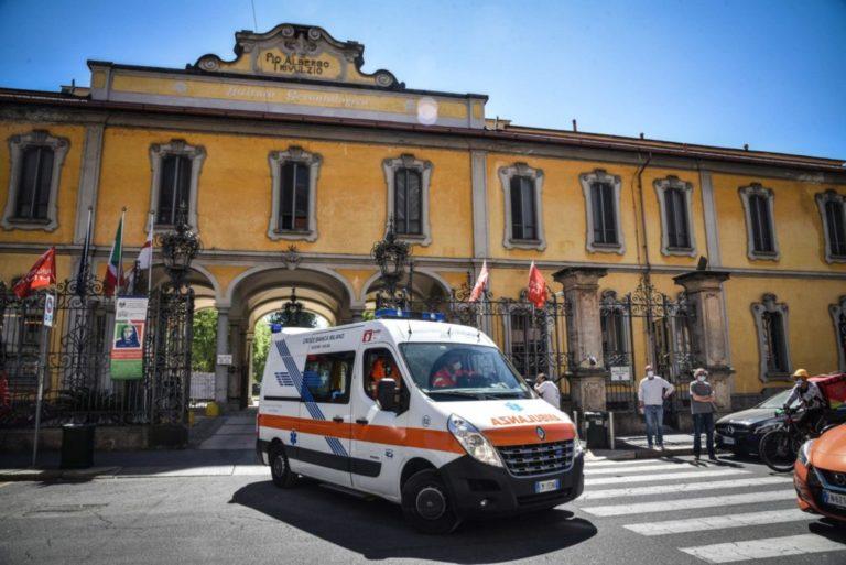 Dopo la strage Covid, le Rsa di Milano fanno causa ai dipendenti (che ancora non hanno protezioni adeguate)